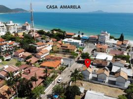 Resid Villa Verão - Casa AMARELA - A 70 Metros da Praia, casa de temporada em Florianópolis