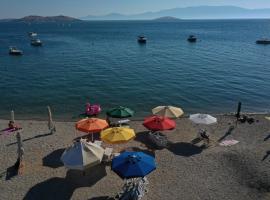 Monk Island Guesthouse, отель в Измире