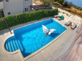 Hotel Villa Amorena, beach hotel in Bol