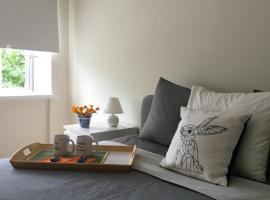 Fox Apartments - Pie Lapsas, hotel near Devil's Oven, Priekuļi