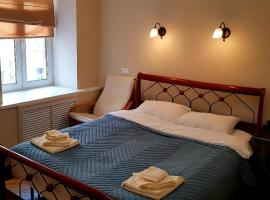 Комната-студия с собственным душем на Васильевском острове, hotel in Saint Petersburg