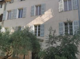 F1 centre historique Brignoles, hôtel à Brignoles