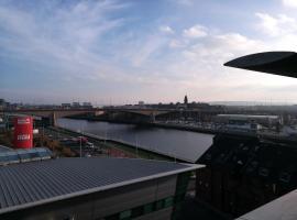 Glasgow Central Riverview Luxury Apartment (Sleeps upto 8), hotel in Glasgow