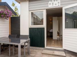 Studio Baarn with garden, airco, kitchen, bedroom, bathroom - Amsterdam, Utrecht, hotel in Baarn