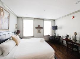 McDonoughs Inn Unit 2 by Lucky Savannah, inn in Savannah