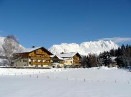 Landhotel Häuserl im Wald, hotel in Gröbming