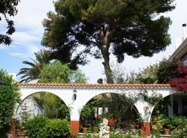 Hostal Oasis Menorca, budget hotel in Ciutadella