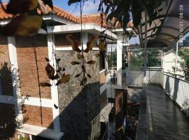 The Bridge Villa Punclut, villa in Bandung