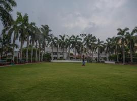 Hotel Shark Inn, hotel near Dr. Babasaheb Ambedkar International Airport - NAG, Rewa