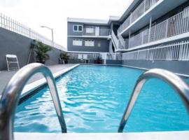 Modern 2BR with KingBed in the heart of Isla Verde Strip, apartment in San Juan