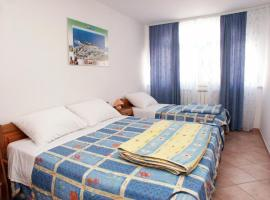 Apartments and rooms with WiFi Vrsar, Porec - 3007, hotel in Vrsar