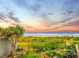 True Beachfront Beach House, pet-friendly hotel in Gold Coast