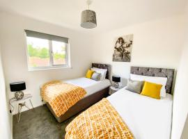 Contractor House - Free Parking - Garden - CMK by Comfy Workers, hotel in Milton Keynes