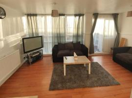 4 bedroom large modern flat, apartment in London