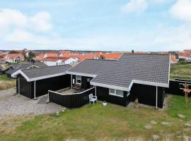Three-Bedroom Holiday home in Blokhus 1, overnatningssted i Blokhus