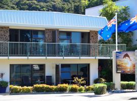Bay Sands Seafront Studios, motel in Paihia