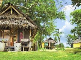 Vatoav bungalow, hotel in Luganville