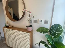 New Modern King Size Room with Ensuite and Parking, hotel in Manchester