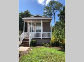 Cozy Cottage By Disney, villa in Kissimmee