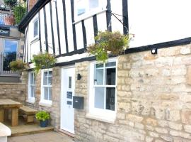 1 The Cottage, Studio Apartment, Ye Olde Barn Apartments, accommodation in Stamford