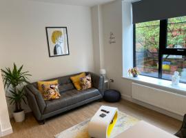 3 Cuppin Street - Brand new luxury city centre apartment!, apartment in Chester