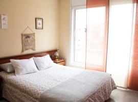 ROOM WITH PRIVATE BATHROOM (CENTER), homestay sa Barcelona