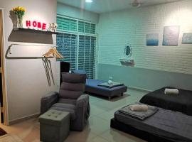 Shinevile 4 Pax Bedroom with Private Bathroom, serviced apartment in Ayer Itam