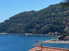 Magnifique haut de villa Vue Mer pour 6 personnes Théoule-sur-Mer, hotel in Théoule-sur-Mer