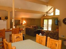 Three-Bedroom Deluxe Unit #22 by Escape For All Seasons, apartment in Big Bear Lake