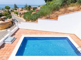 Luxury Chalet in Rincon de la Victoria, vacation home in Torre de Benagalbón