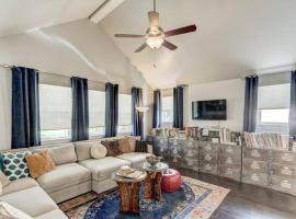Vals Eclectic Classen Cottage, vacation rental in Oklahoma City