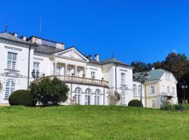 Pokoje Gościnne Pałac w Balicach Instytut Zootechniki PIB, hotel near John Paul II International Airport Kraków–Balice - KRK,