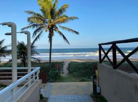 CASA EM FRENTE AO MAR, holiday home in Emboracica