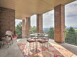 Family Apt Mtn Views, Smart TV, 5 Mi to Parkway!, apartment in Sevierville