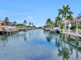 Algonquin Court Pool Home, holiday home in Marco Island