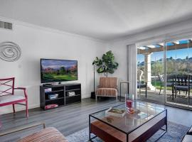 Remodeled ground floor golf course view condo!, apartment in Palm Springs