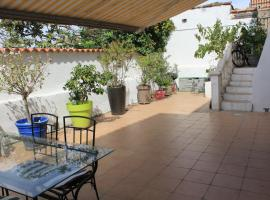 Maison gde terrasse proche vieux port et sncf, holiday home in Marseille