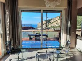 CASA MATILDE - Appartamento Vista Mare - con posto auto, apartment in Finale Ligure