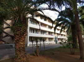 Kodor Relax Hotel, отель в Гагре