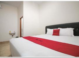 RedDoorz Syariah @ Jatinegara, hotel near Halim Perdanakusuma Airport - HLP, Jakarta