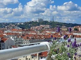 Plein SUD Terrasse avec vue Panoramique Climatisation Parking, hotel near Chapennes - Charles Hernu Metro Station, Lyon