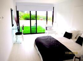 Apartment with 2 bedrooms in Puerto de la Cruz with wonderful sea view shared pool terrace 200 m from the beach, hotel que admite mascotas en Puerto de la Cruz