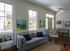 Yellow House 178-A, apartment in Charleston