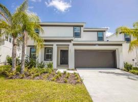 Family Resort - 6BR Mansion Near Disney - Private Pool!, hotel in Kissimmee