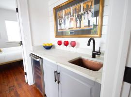 Gray House 174B-2, apartment in Charleston
