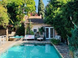 Under the Tuscan Sun Cottage in West Los Angeles, guest house in Los Angeles