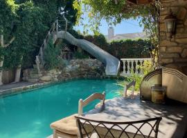 Under the Tuscan Sun Cottage in West Los Angeles, B&B in Los Angeles