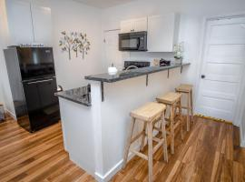 Downtown Remodeled Cozy 2BR 1BA Home Sleeps 8, apartment in San Antonio