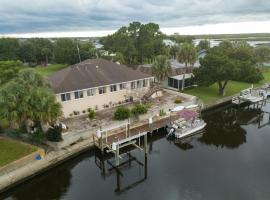 WaterFront Luxury Home - Cystal River 11849, holiday home in Crystal River