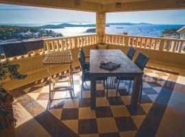 Villa Jules, hotel with jacuzzis in Hvar